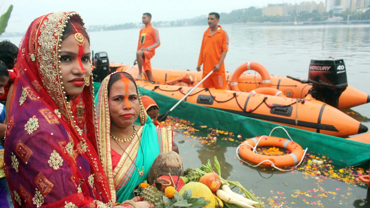 Bhopal: Over 25k devotees perform Chatt puja with religious fervor