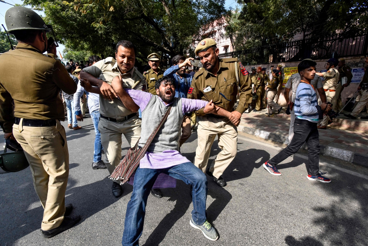 Beware Delhi Police, some of them might become lawyers: Twitterati react to 'lathi charge' on JNU students