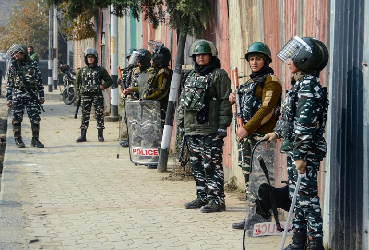 Jammu-Kashmir shuts down: Shops, business establishments closed for third consecutive day