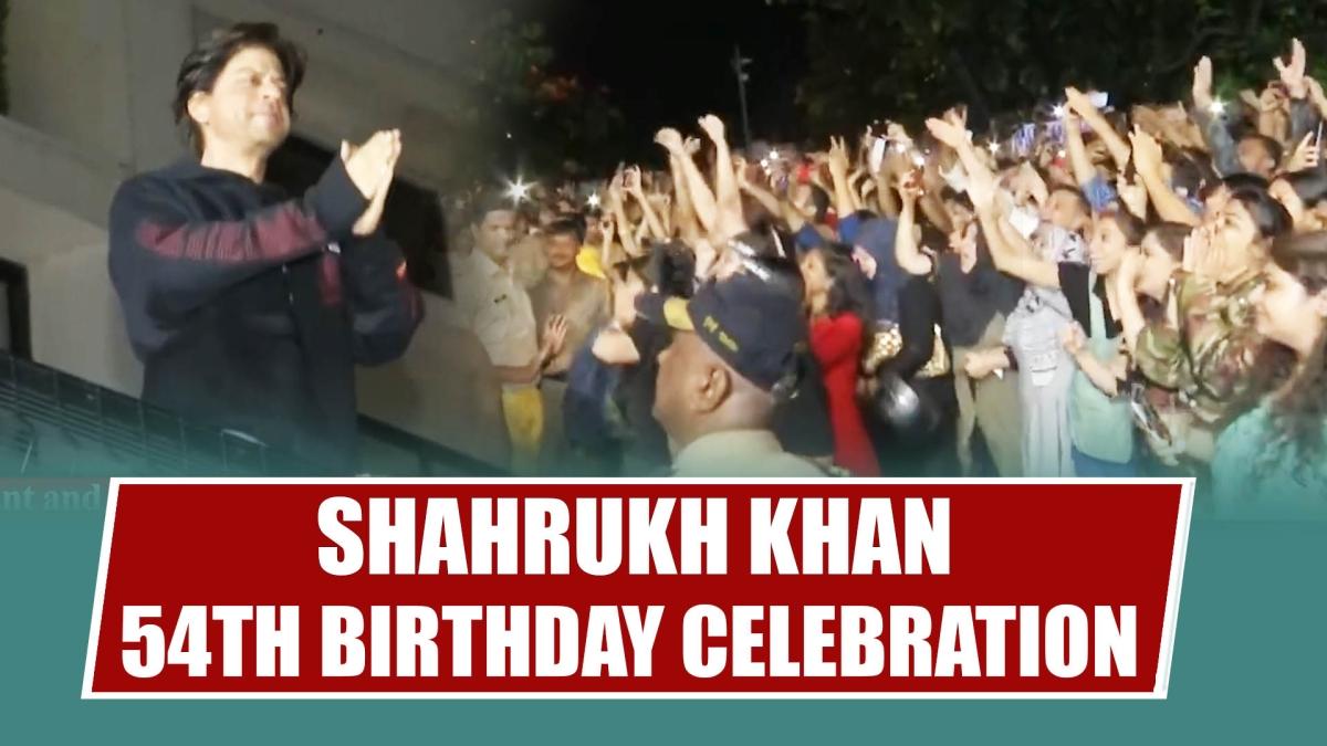 Shahrukh Khan 54th Birthday Celebration Outside Mannat   SRK SURPRISE Visit For Fans