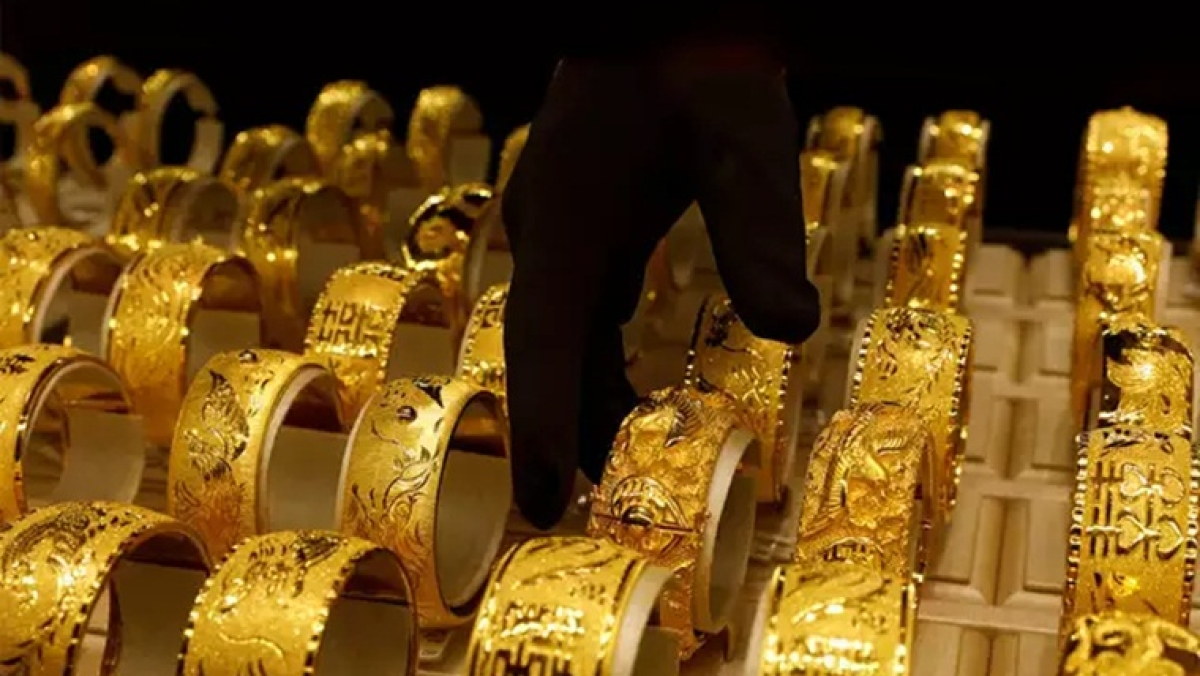 Gold Price Latest Update: Yellow metal price rises to Rs 48,559 per 10 gram