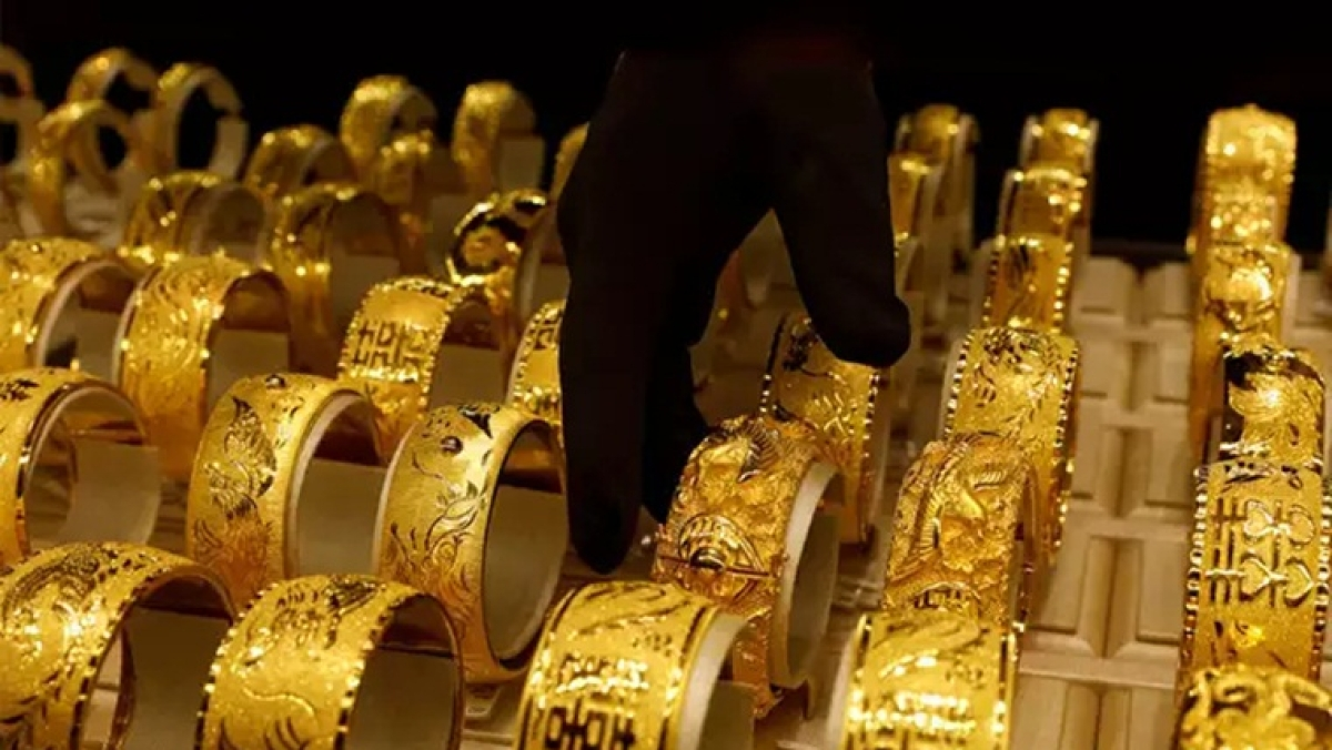 Gold Price Latest Update: Yellow metal price rises to Rs 47,005 per 10 gram