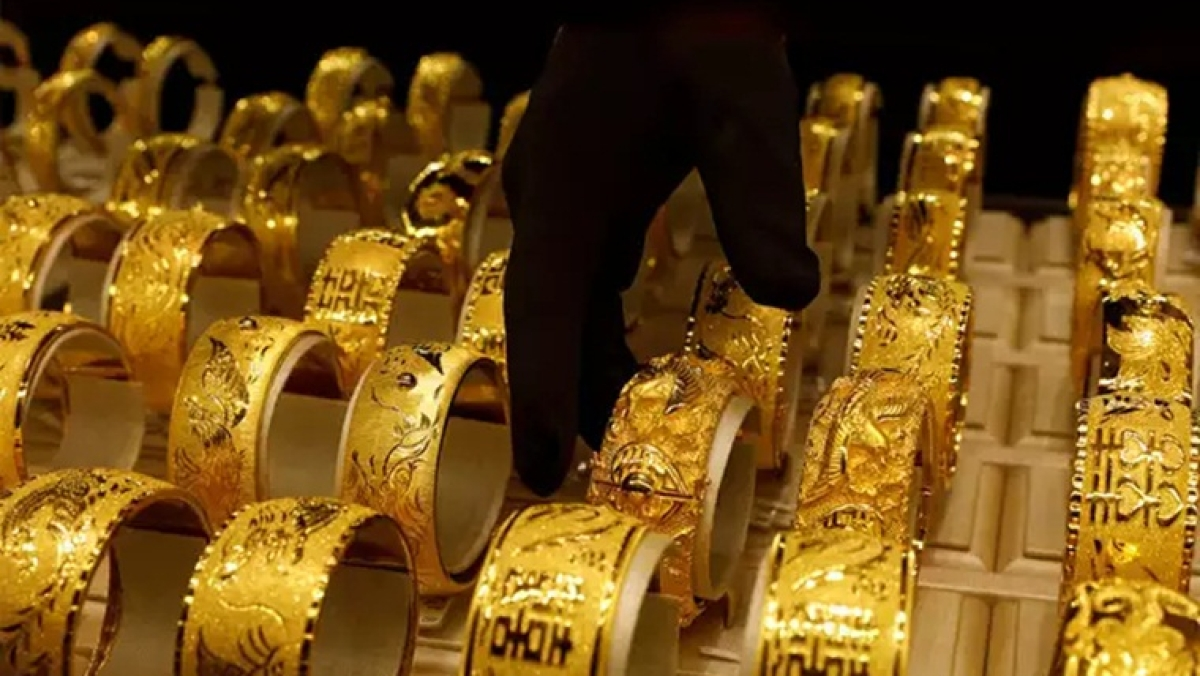 Gold Price Latest Update: Yellow metal price slips to Rs 48,137 per 10 gram