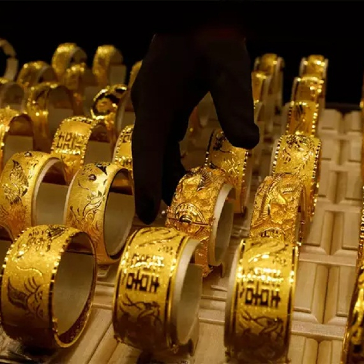 Gold Price Latest Update: Yellow metal price rises to Rs 49,122 per 10 gram