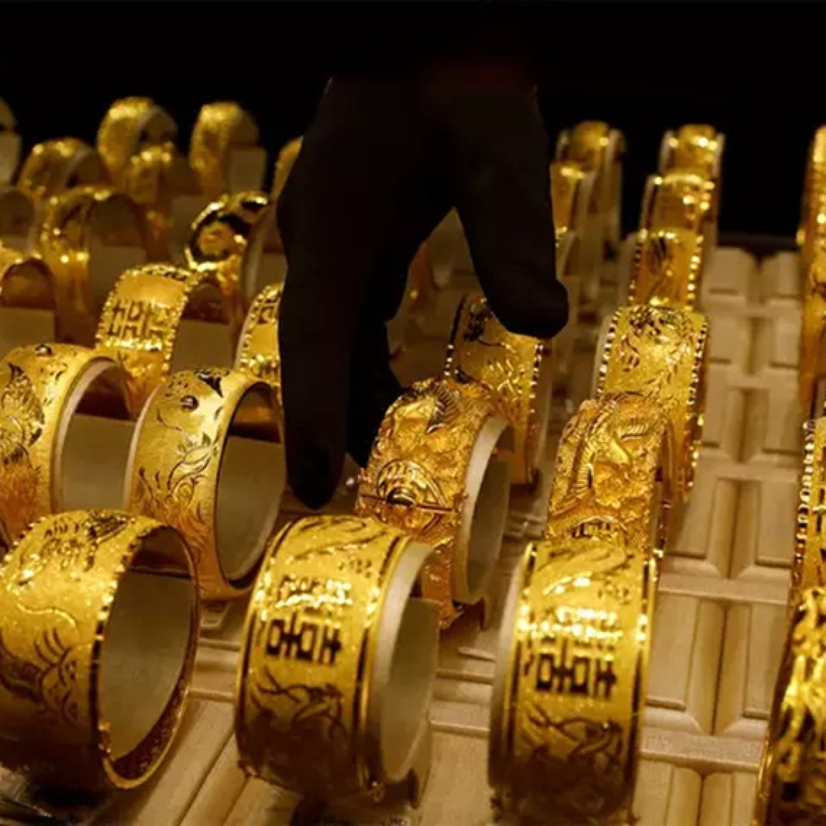 Gold Price Latest Update: Yellow metal price rises to Rs 48,554 per 10 gram