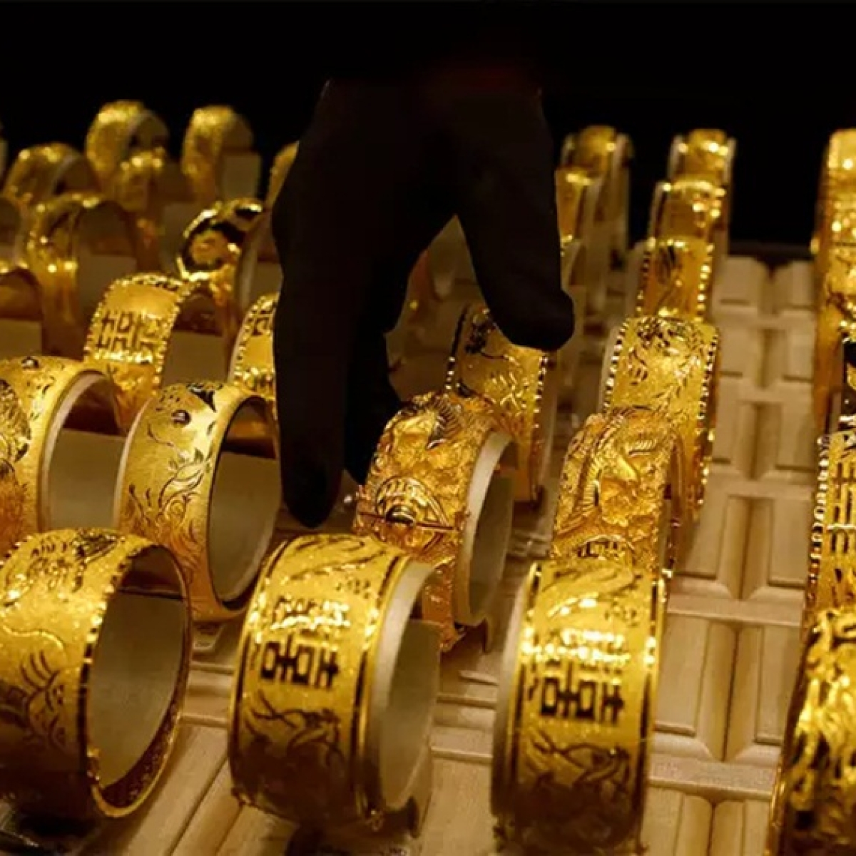 Gold Price Latest Update: Yellow metal price rises to Rs 48,359 per 10 gram