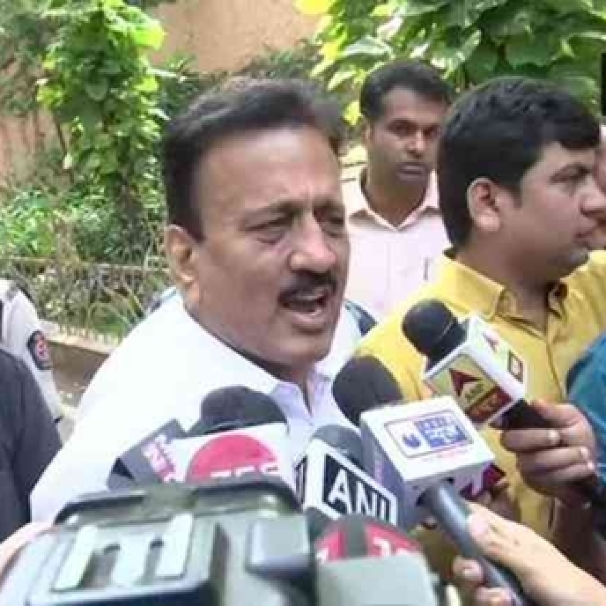 Many Shiv Sena MLAs may join us: BJP leader Girish Mahajan