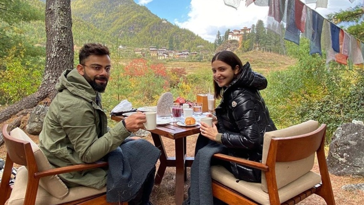 Virat Kohli and Anushka Sharma do the 'walk of life' in this adorable vacay picture