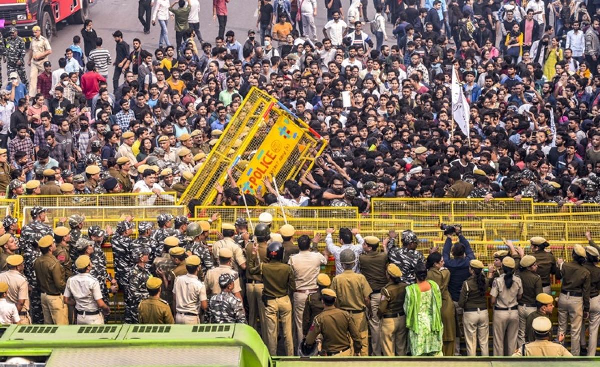 JNU Protest Updates: Congress, BSP seeks probe into 'police action' against JNU students