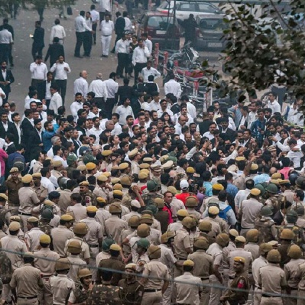 Tis Hazari clash: Lawyers to hold demonstrations at India Gate on November 15