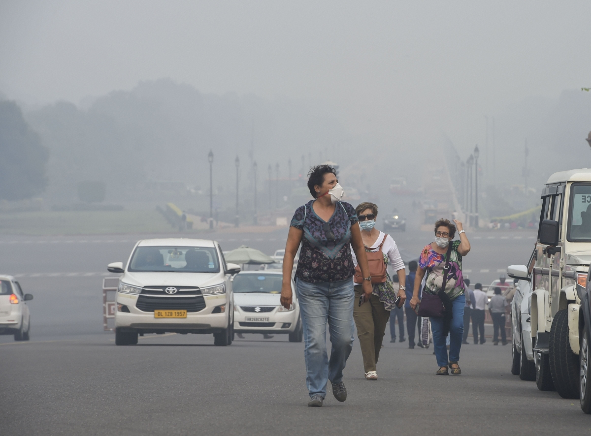 #PollutionCapital: Delhi, Ghaziabad and Noida schools directed to remain shut for the next two days