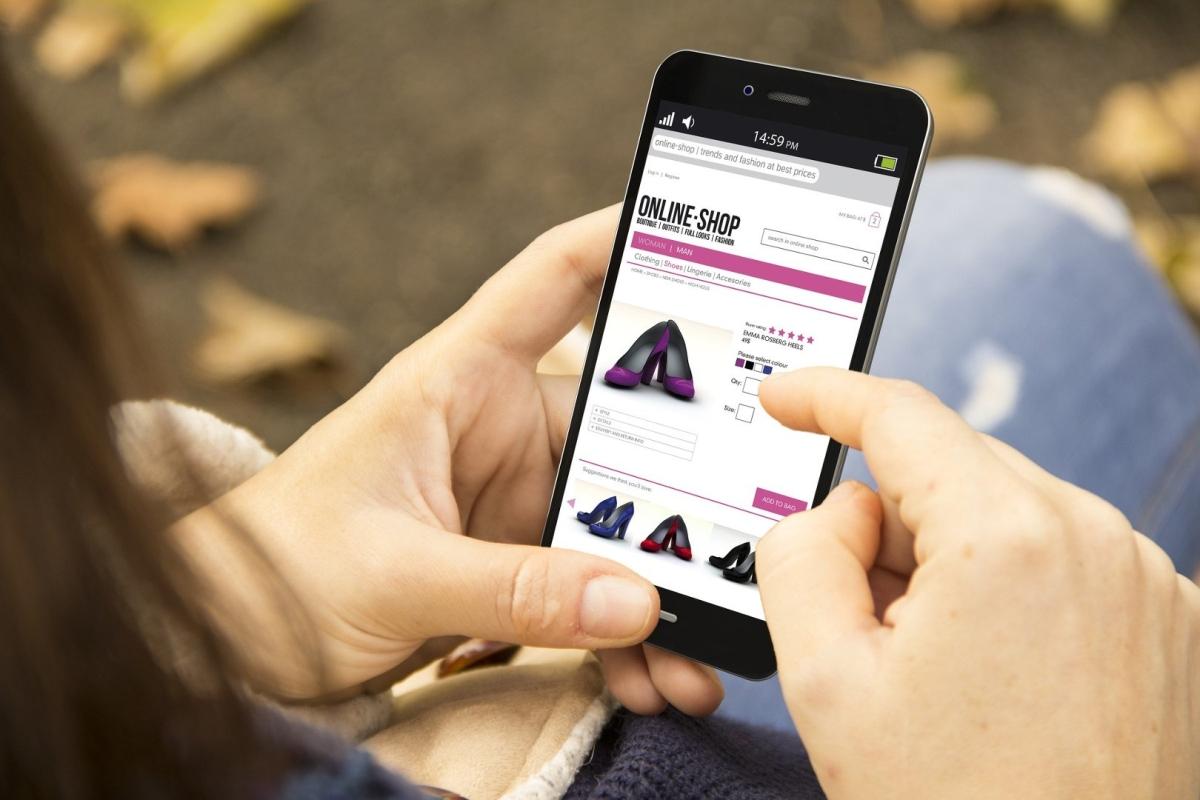 Skip smartphone & pick PC for online shopping