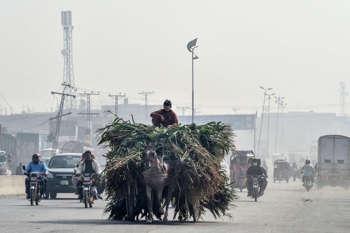 Pakistan: Schools shut due to rising pollution levels