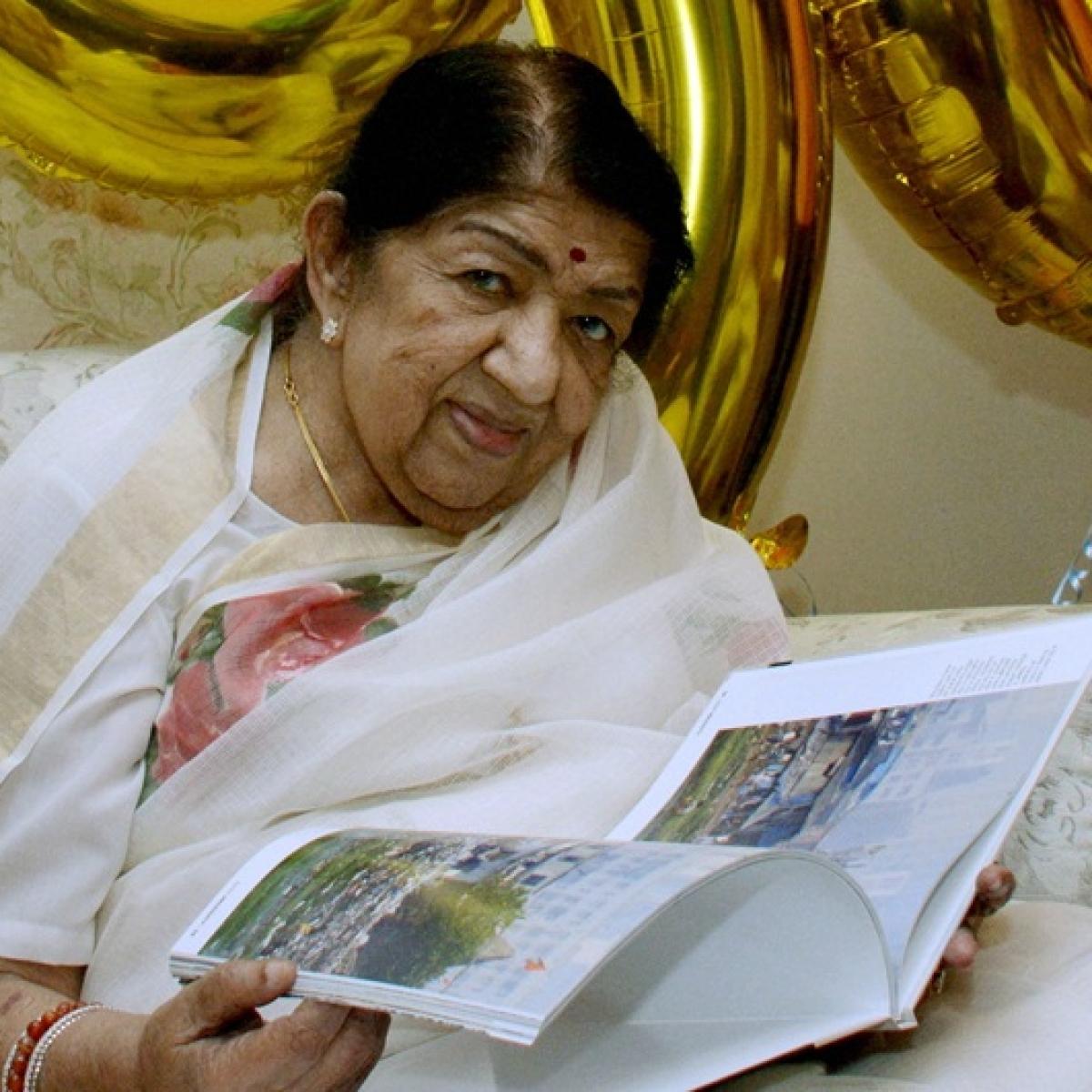 Veteran singer Lata Mangeshkar stable, still in ICU