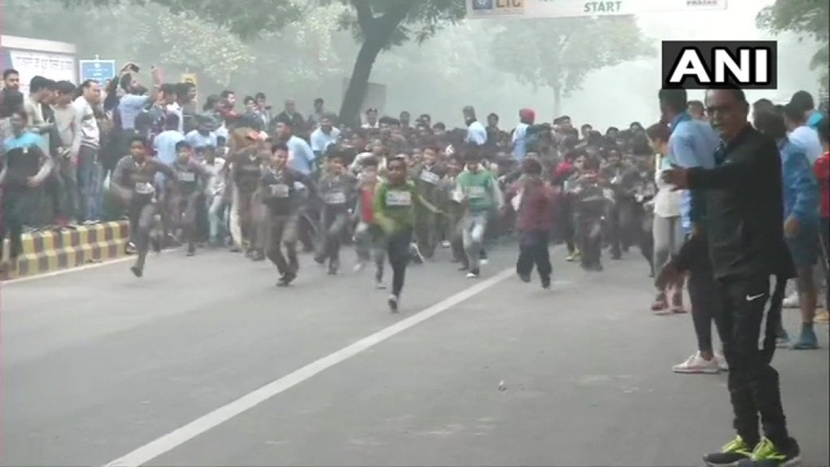 Twitterati furious as children made to run marathon to celebrate Children's Day in Delhi smog