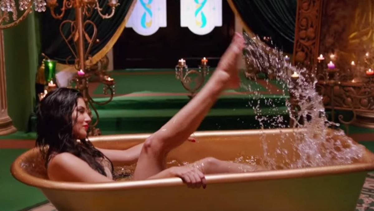Ae Con Leeun Negro Porno watch video: sunny leone gets naked in a bathtub filled with