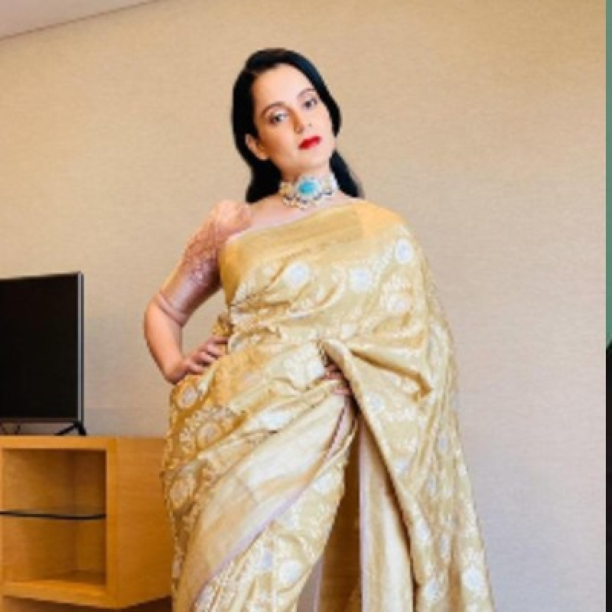 Thalaivi: Kangana's first look as Jayalalitha will make you ask why?