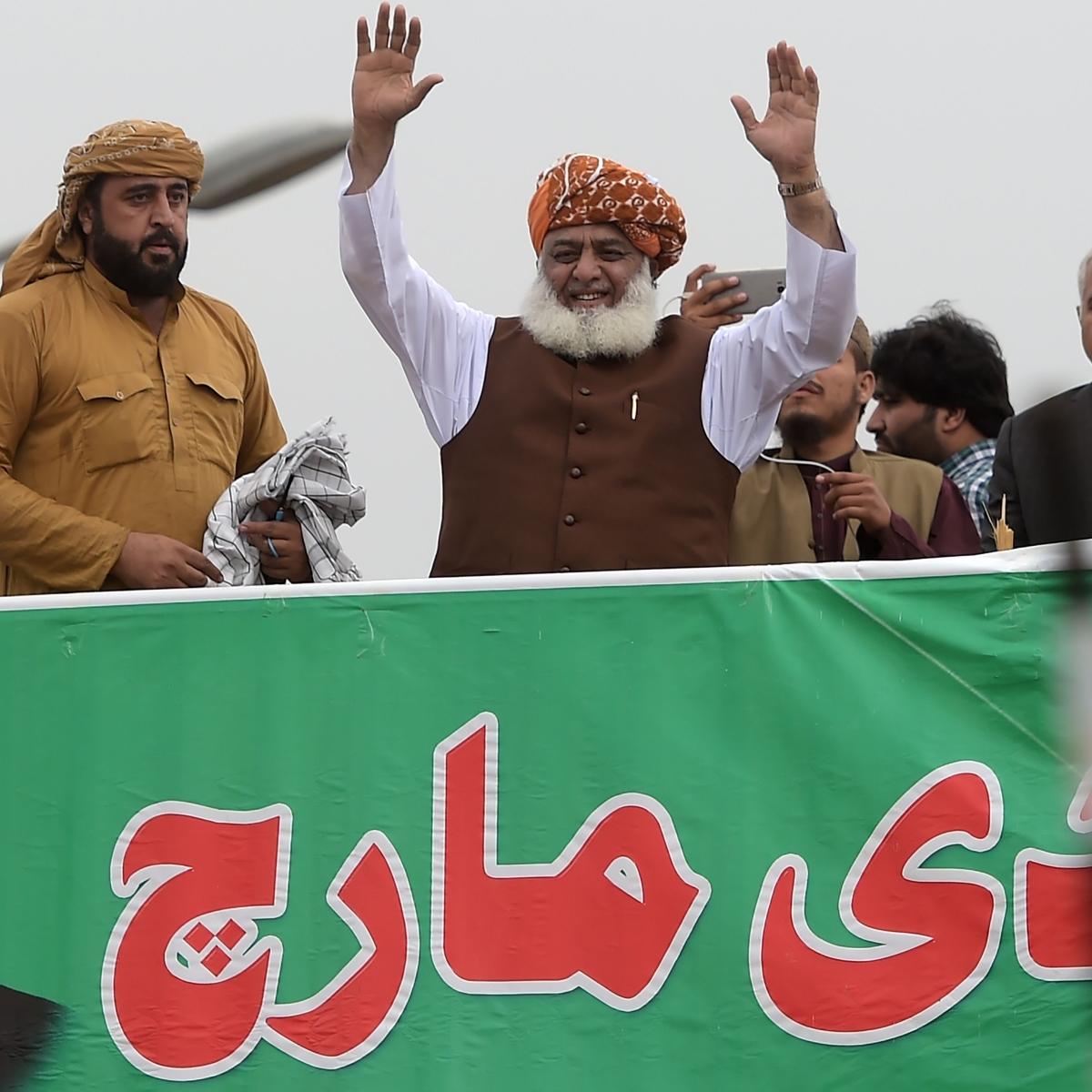 Pakistan: Maulana Fazlur Rehman asks for PM's resignation or fresh polls