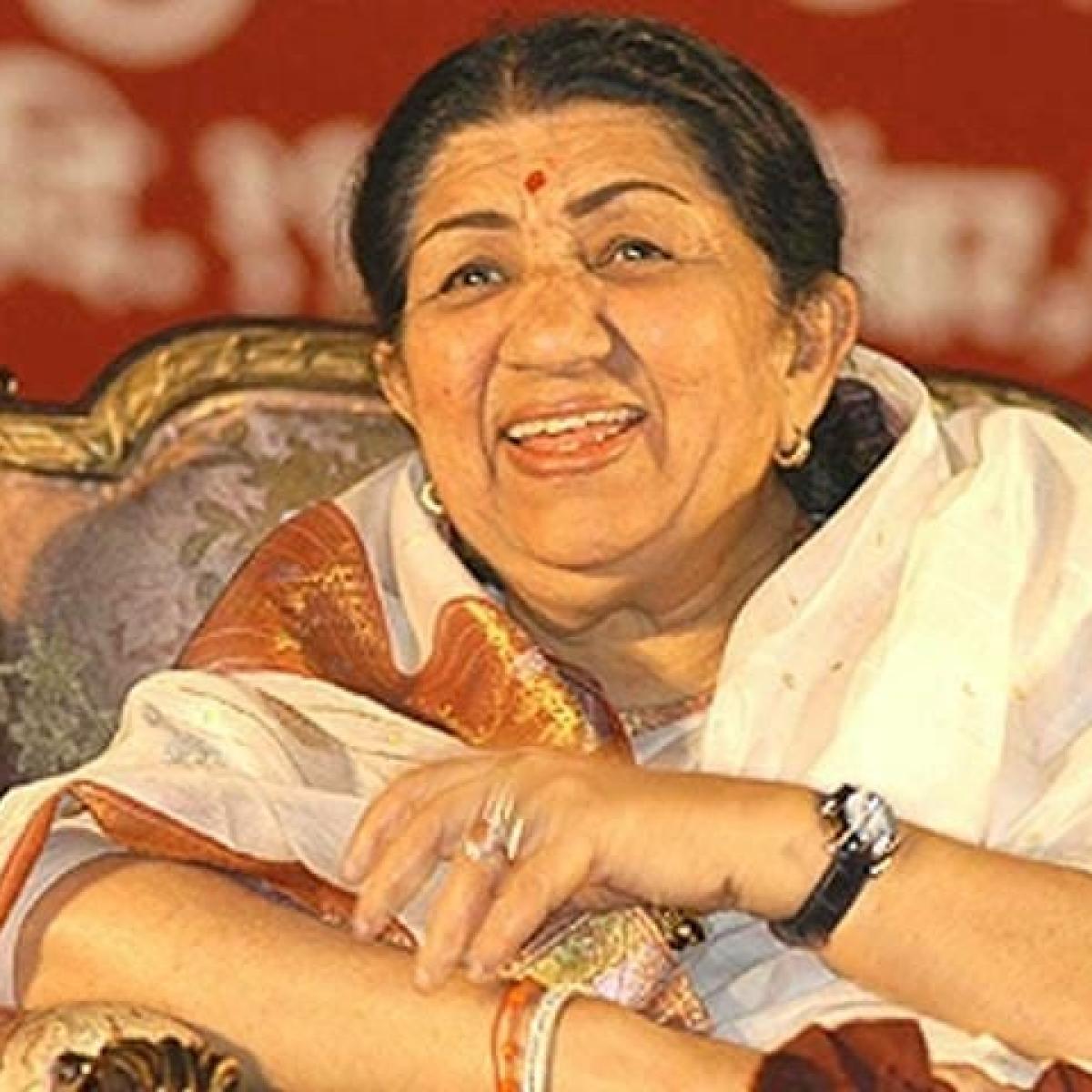 Lata Mangeshkar urges everyone to not 'panic' or 'spread rumours' amid coronavirus outbreak