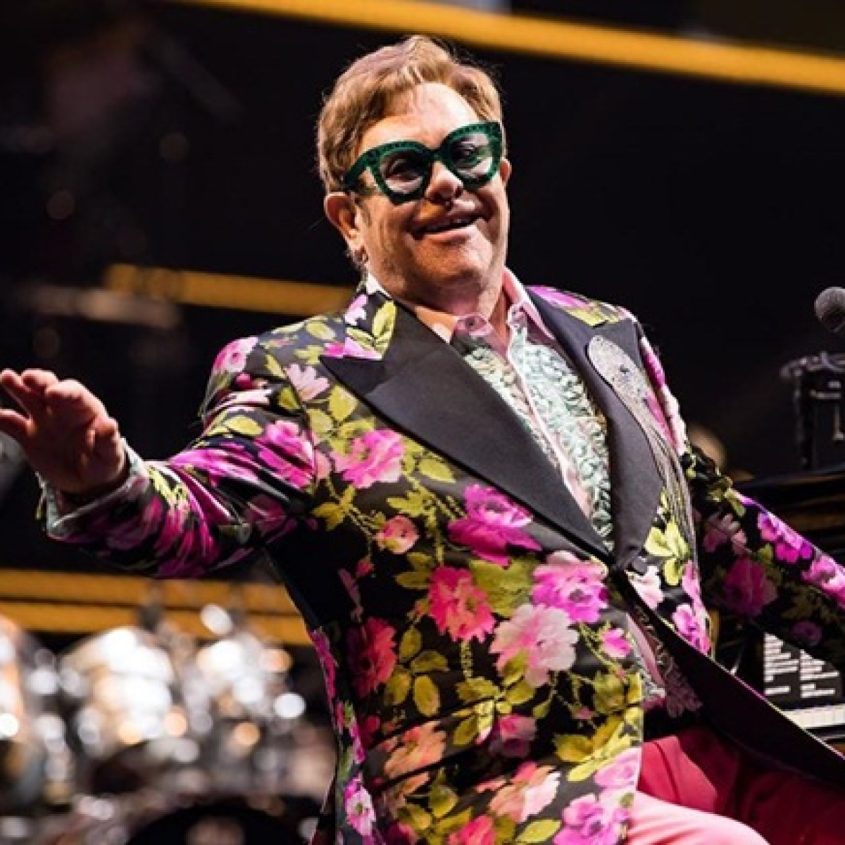 Elton John reveals the time he wore diapers during a performance