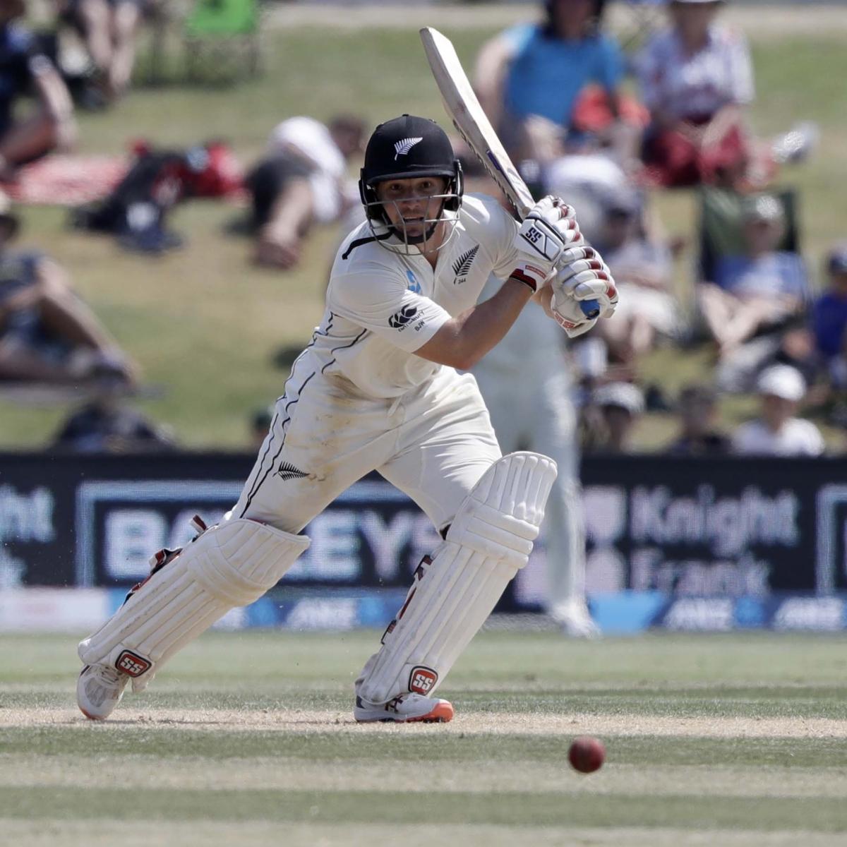 New Zealand vs England: Watling waltzs, Poms struggle