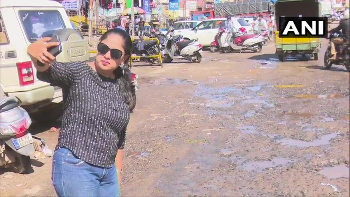Fed up of potholes, Mangaluru group launches 'selfie with pothole' campaign