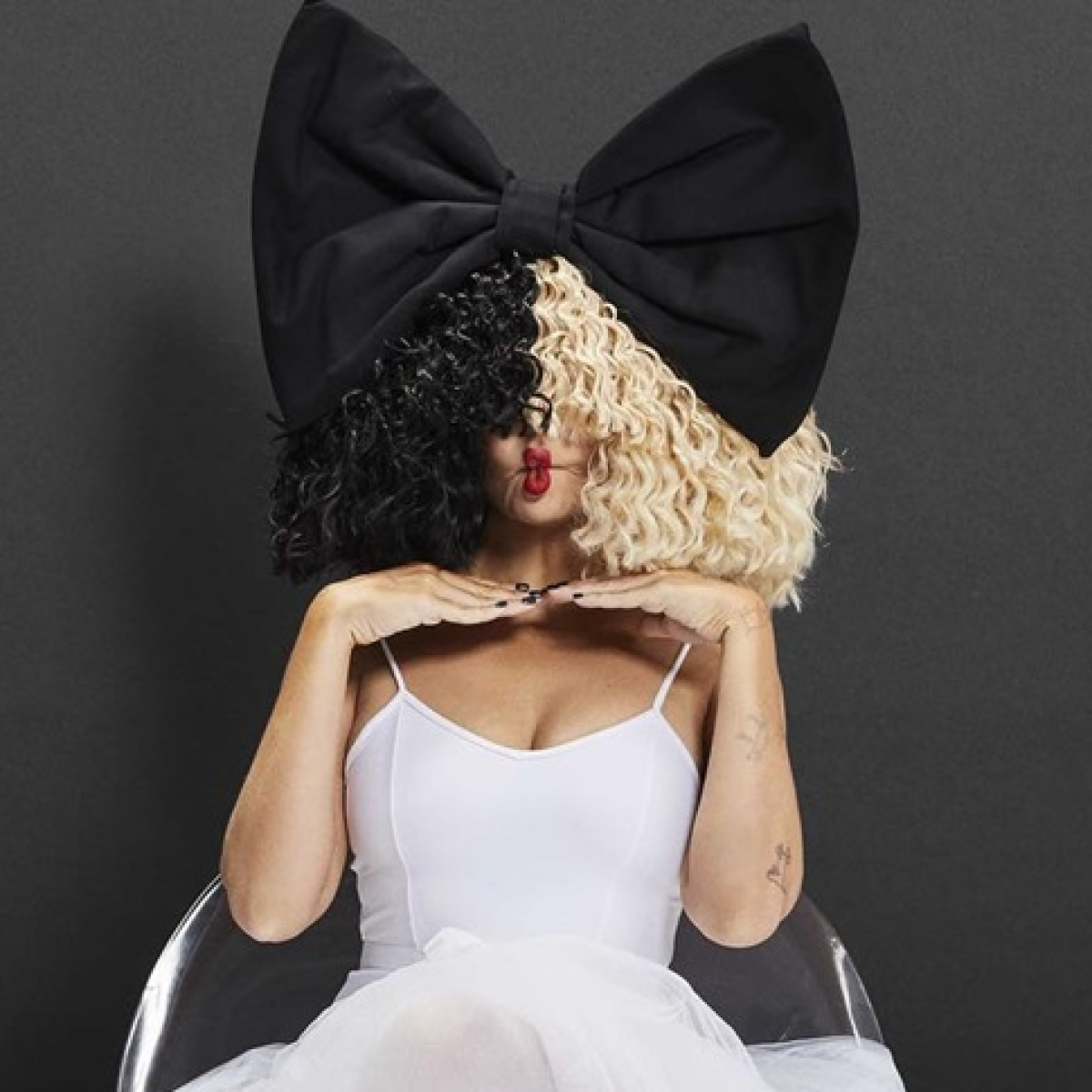 Sia faces backlash on confusing Nicki Minaj for Cardi B, offers apology