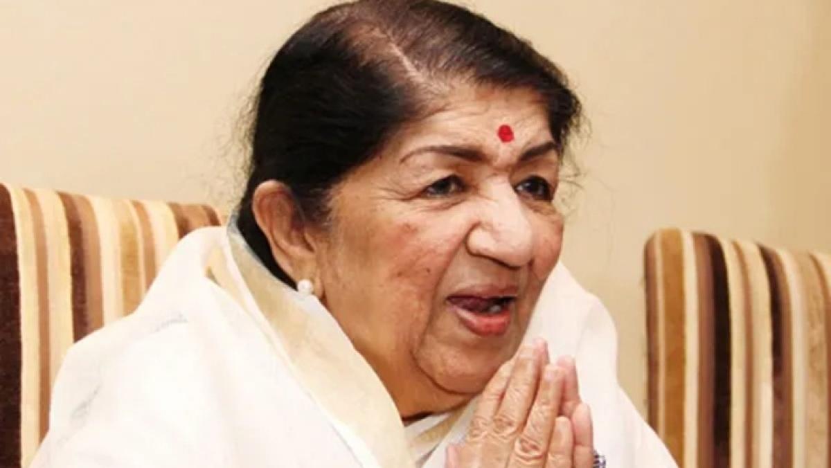 Lata Mangeshkar donates Rs 7 lakh to Maha CM's Relief Fund amid COVID-19 crisis