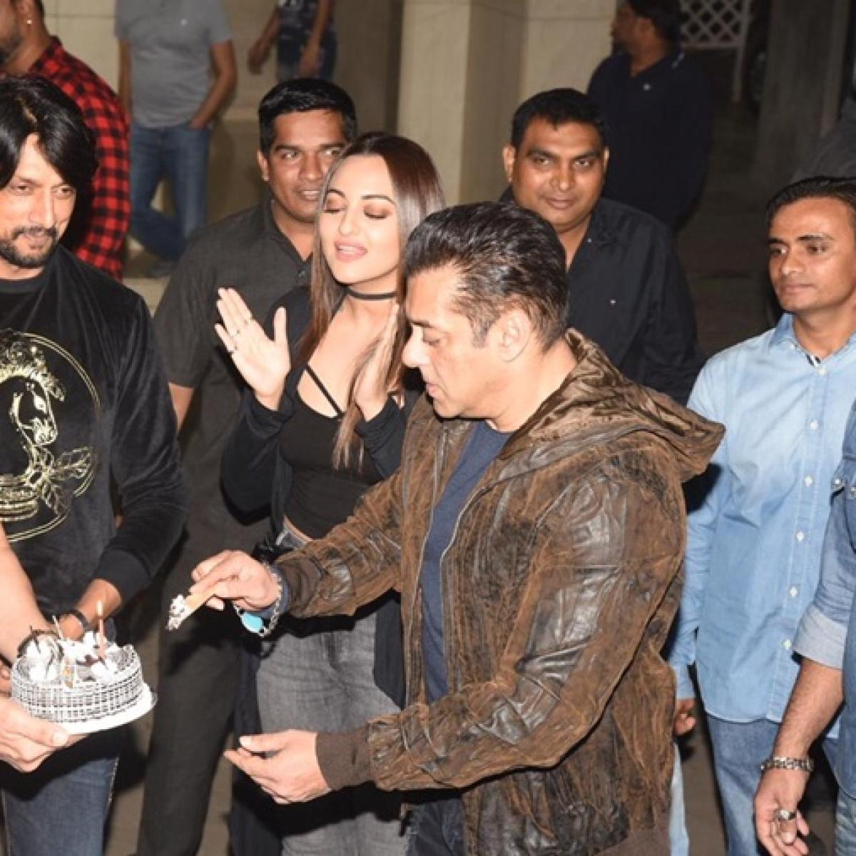 Watch video: Salman Khan turns 54 today, celebrates birthday with 'Dabangg 3' co-stars