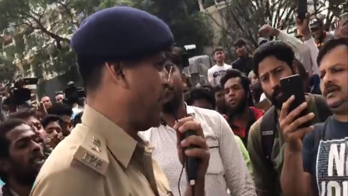 This is our India: Bengaluru DCP singing National Anthem with protesters will give you the chills