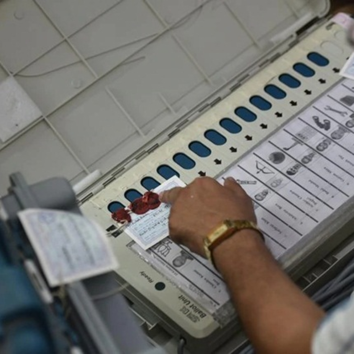 Jharkhand Assembly Election 2019 Results Updates: JMM-Cong-RJD leading on 46 seats, BJP on 24