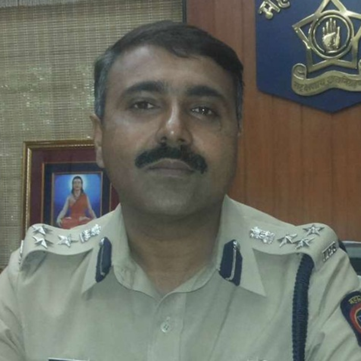 #IStandWithAbdurRahmanIPS trends after Twitter hails Mumbai IGP who resigned post CAB
