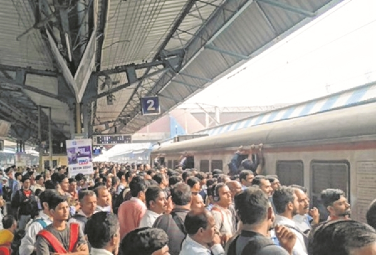 Mumbai: Passengers left high and dry at Dombivli station
