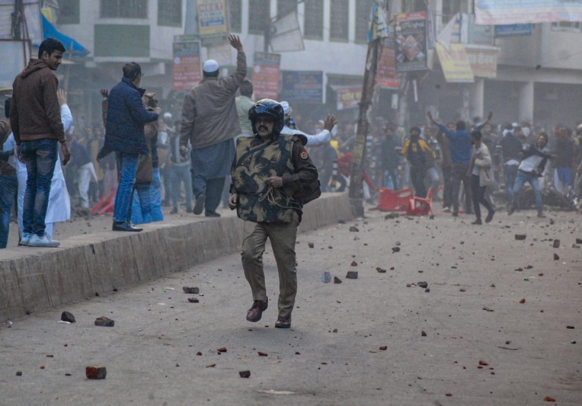 Hindus form human chain to escort Muslim 'baraat' in UP