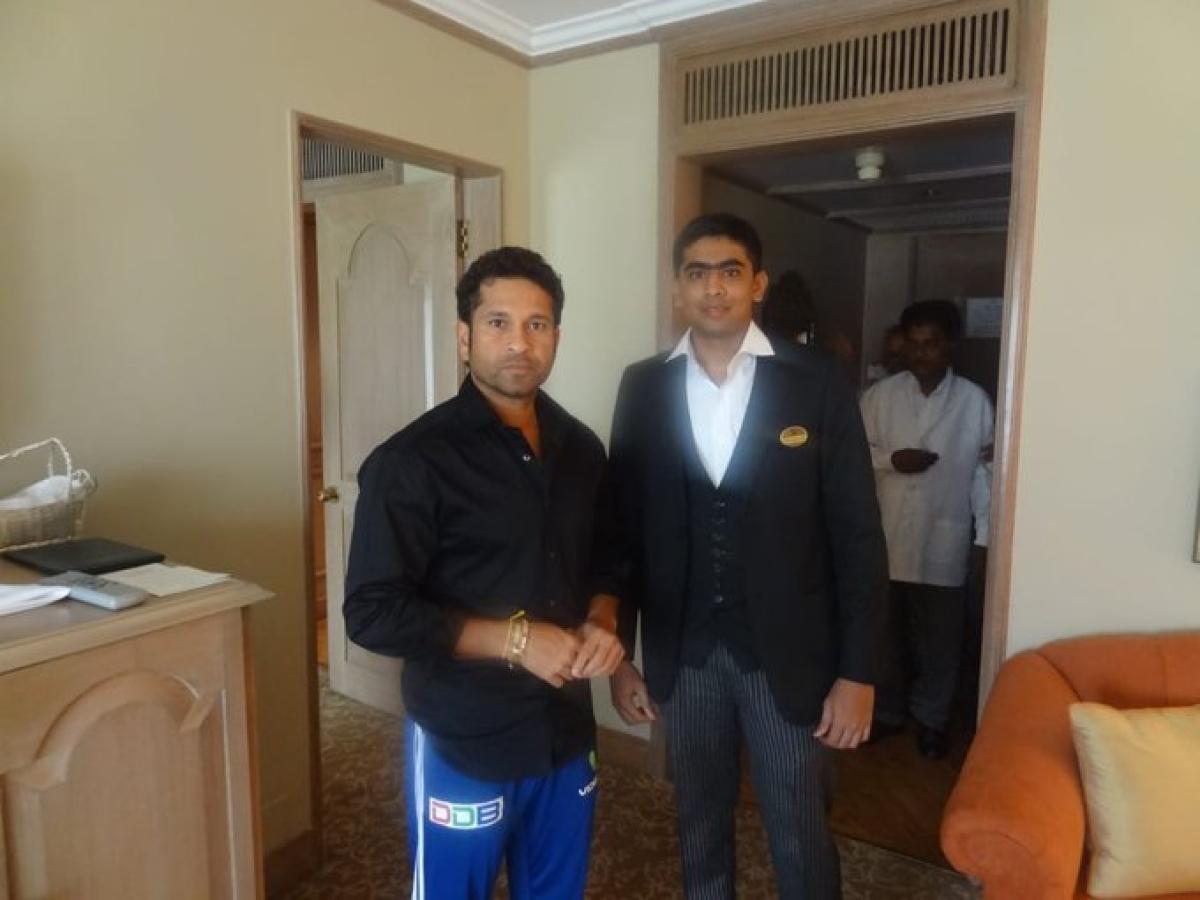 Sachin Tendulkar with his fan S Guruprasad from Chennai