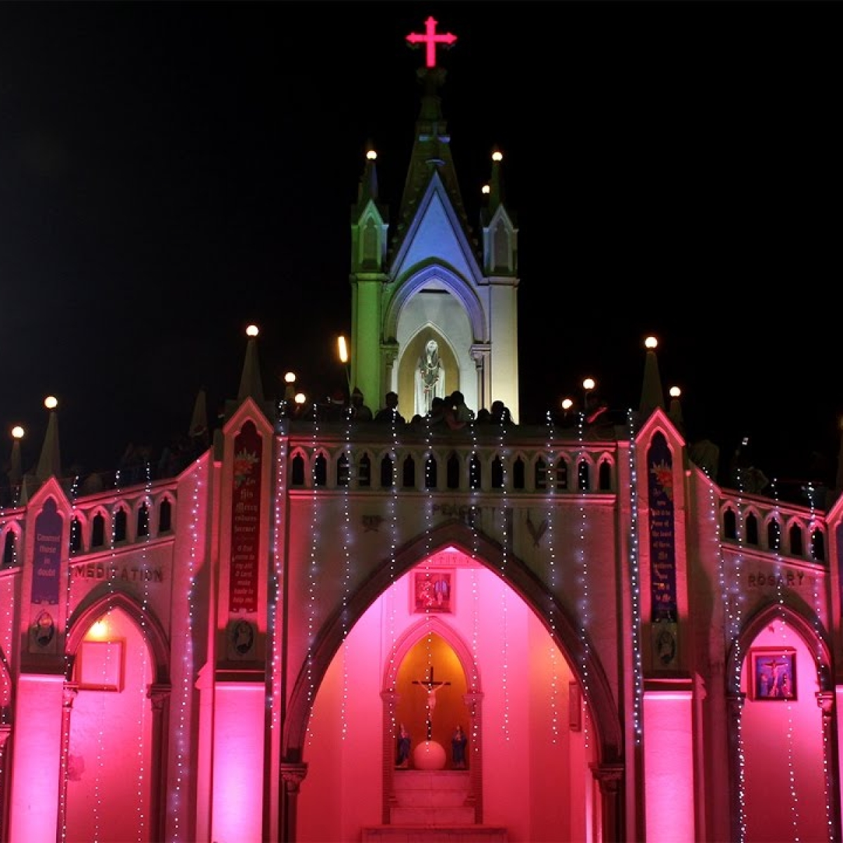 Mumbai basks in Christmas festivities