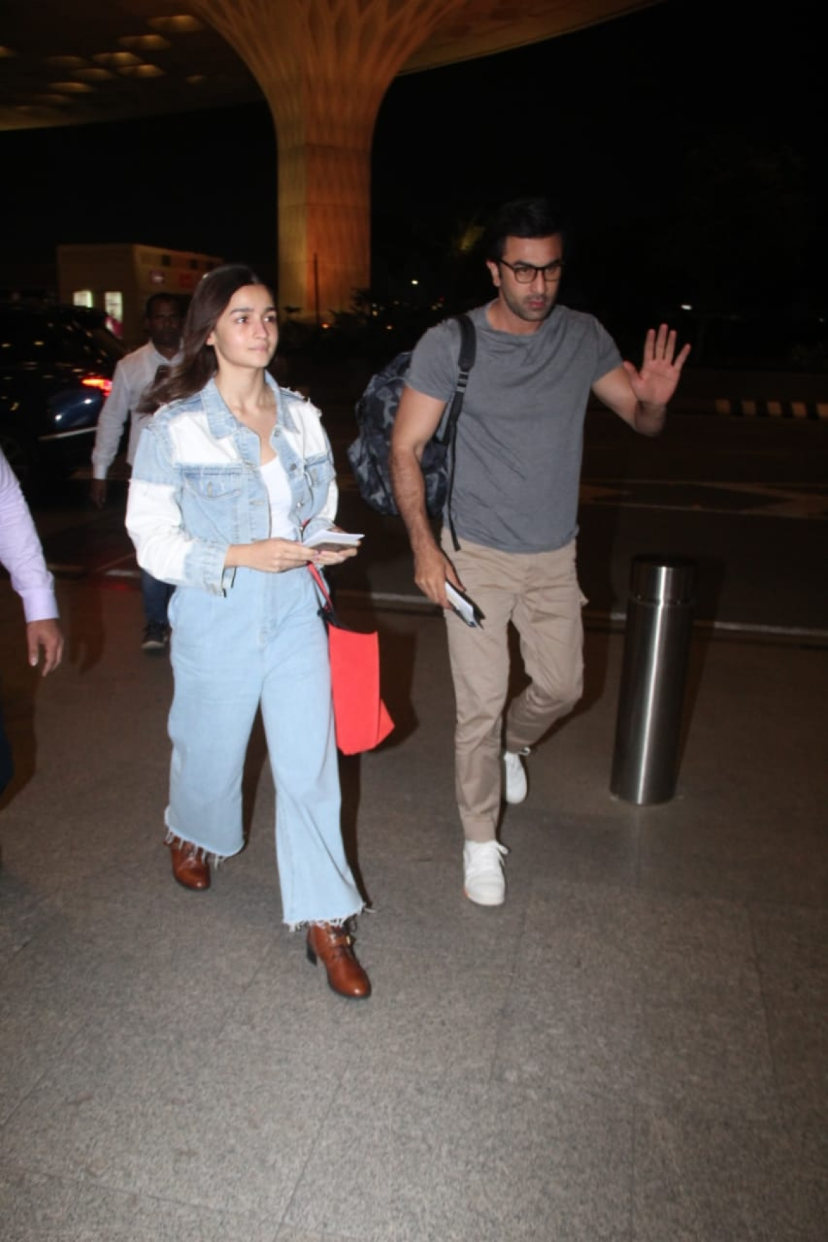 Ranbir Kapoor and Alia Bhatt at the airport