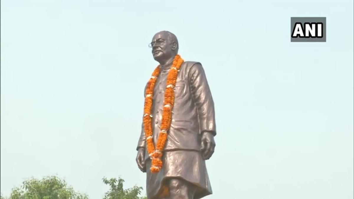 Bihar CM Nitish Kumar unveils statue of Arun Jaitley on his birth anniversary