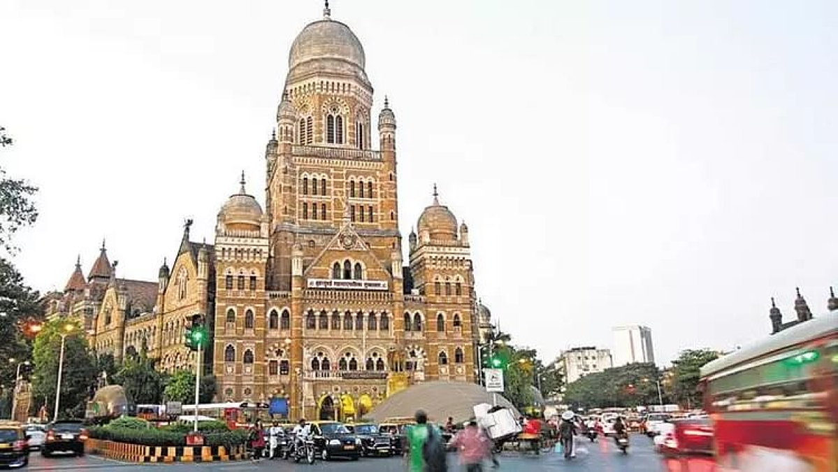 Mumbai: Opposition leader Ravi Raja alleges BMC officials of 'aiding' illegal constructions