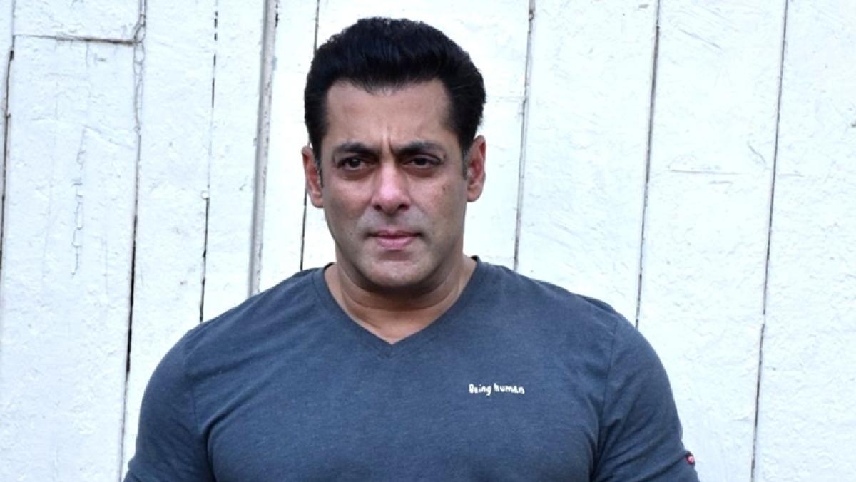 Salman Khan drives home from Panvel farmhouse to visit parents amid lockdown 4.0