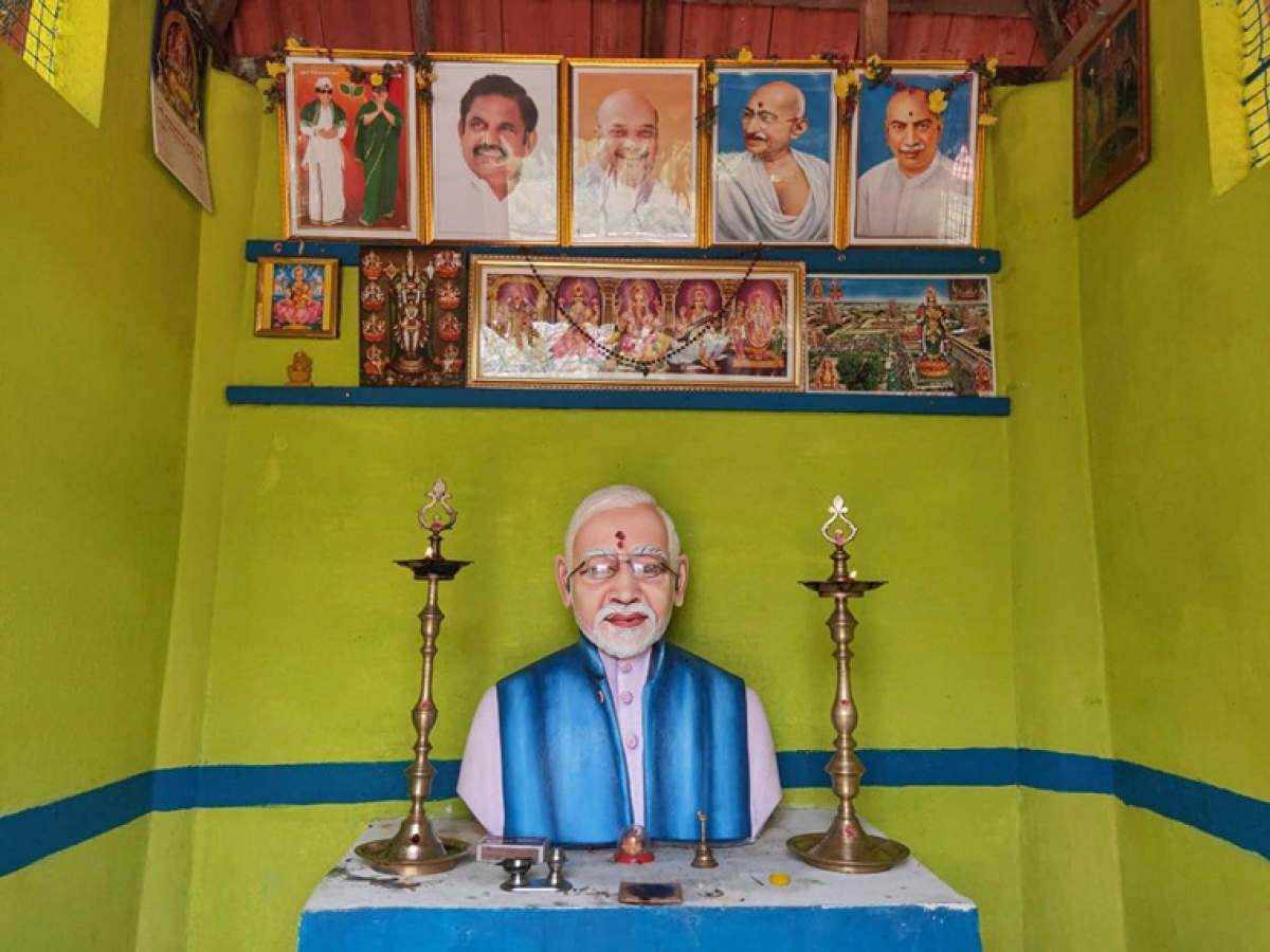 Happy with PM's 'pro-farmer schemes', TN farmer builds Rs 1.02 lakh statue of Modi