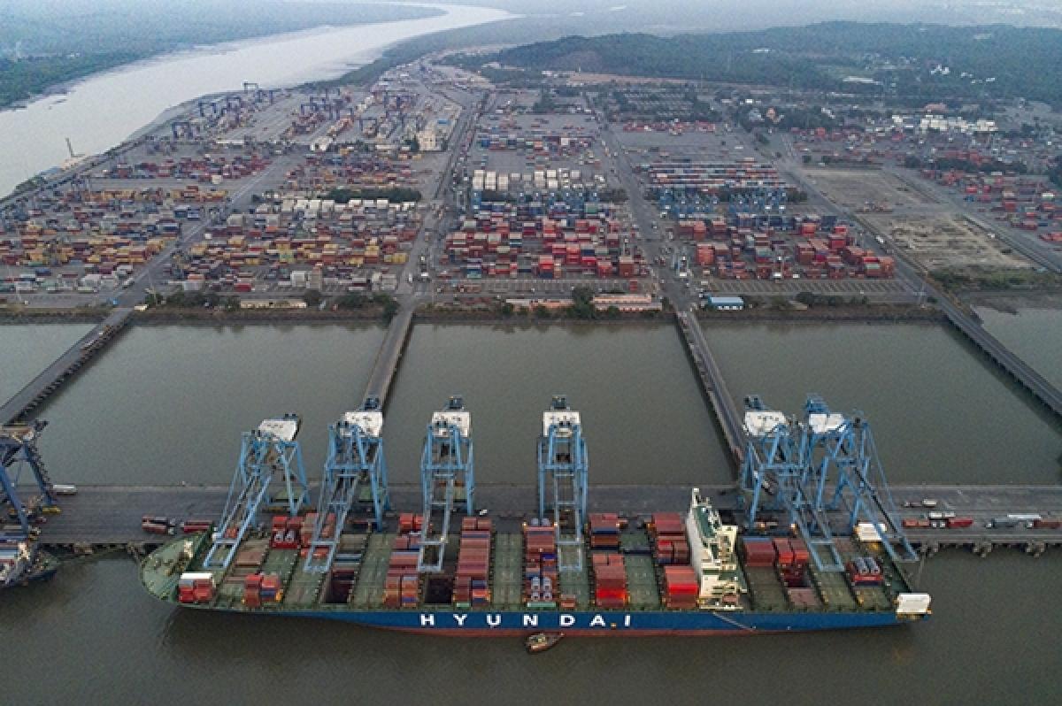 Govt will not remove Mumbai Port Trust staff