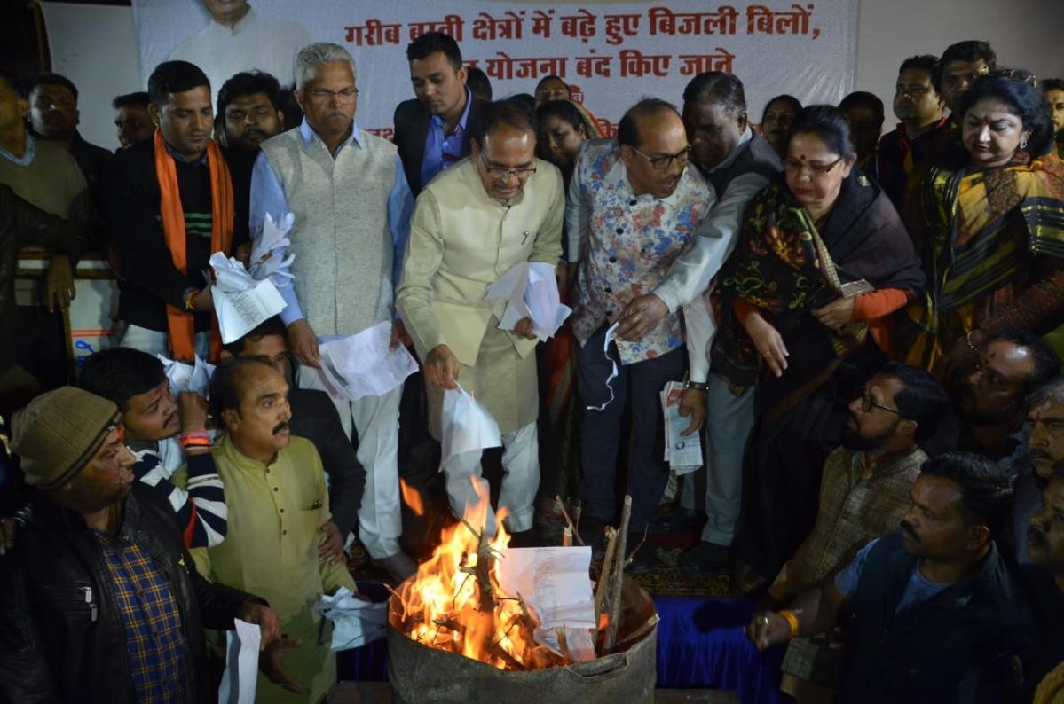 Bhopal: After legal action threat, Shivraj Singh Chouhan burns power bill again