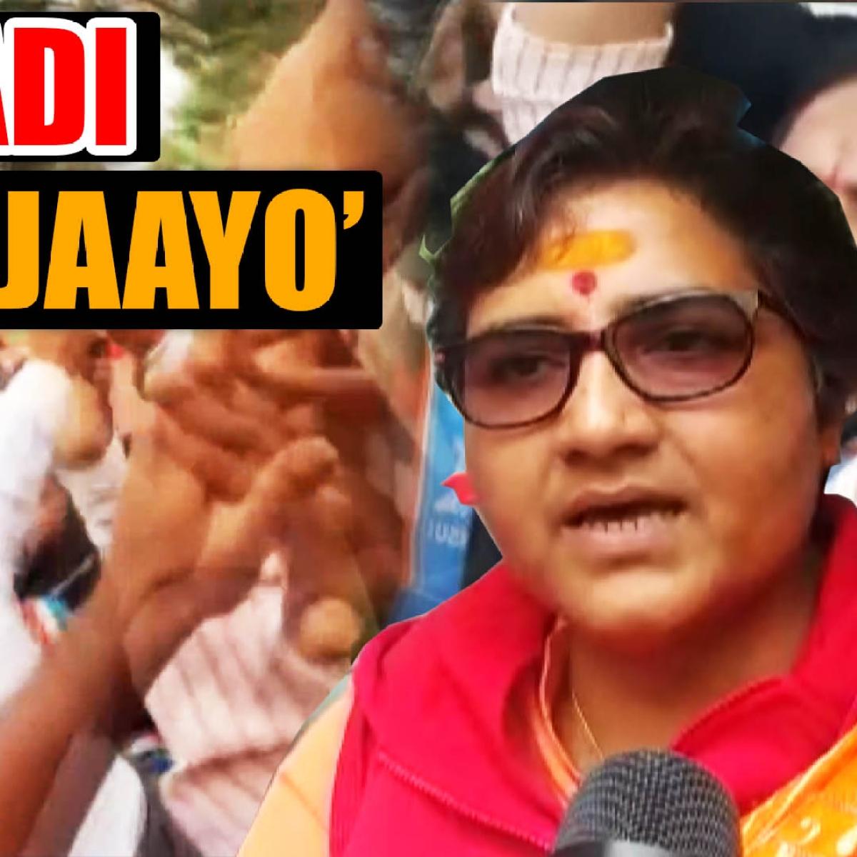 NSUI workers raise 'aatankwadi wapas jaayo' slogan during Pragya's visit to Makhanlal University