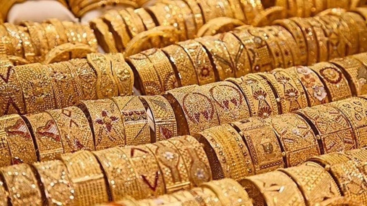 Gold prices fall sharply today amid trade war fears