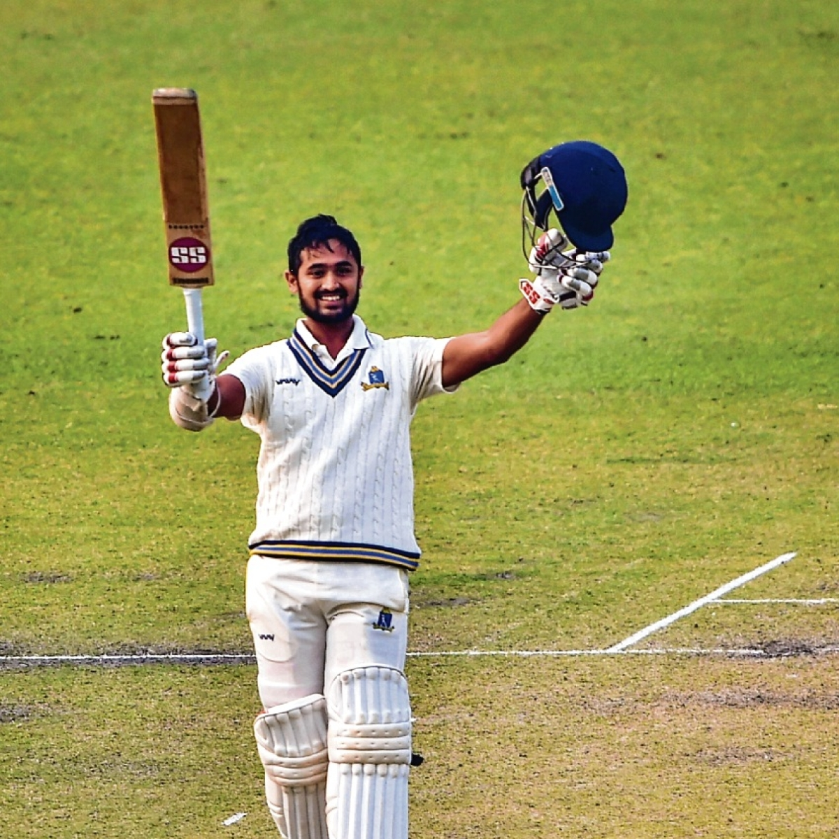 Bengal topple for 289 before bad light stops play