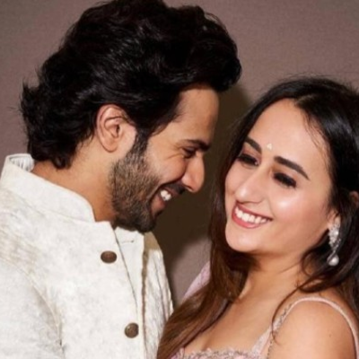 Varun Dhawan puts rumours of 'Roka' with Natasha Dalal to rest, clarifies it was birthday celebrations
