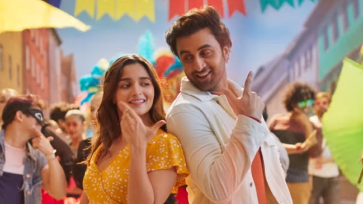 Ranbir Kapoor and Alia Bhatt steal hearts in this adorable music video