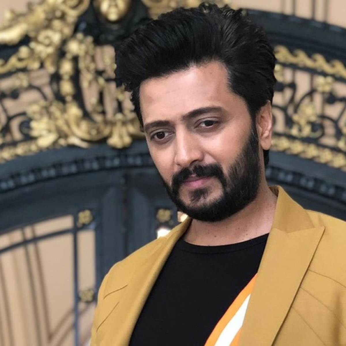 Riteish Deshmukh slams Twitter user claiming he and his brother are availing farm loans
