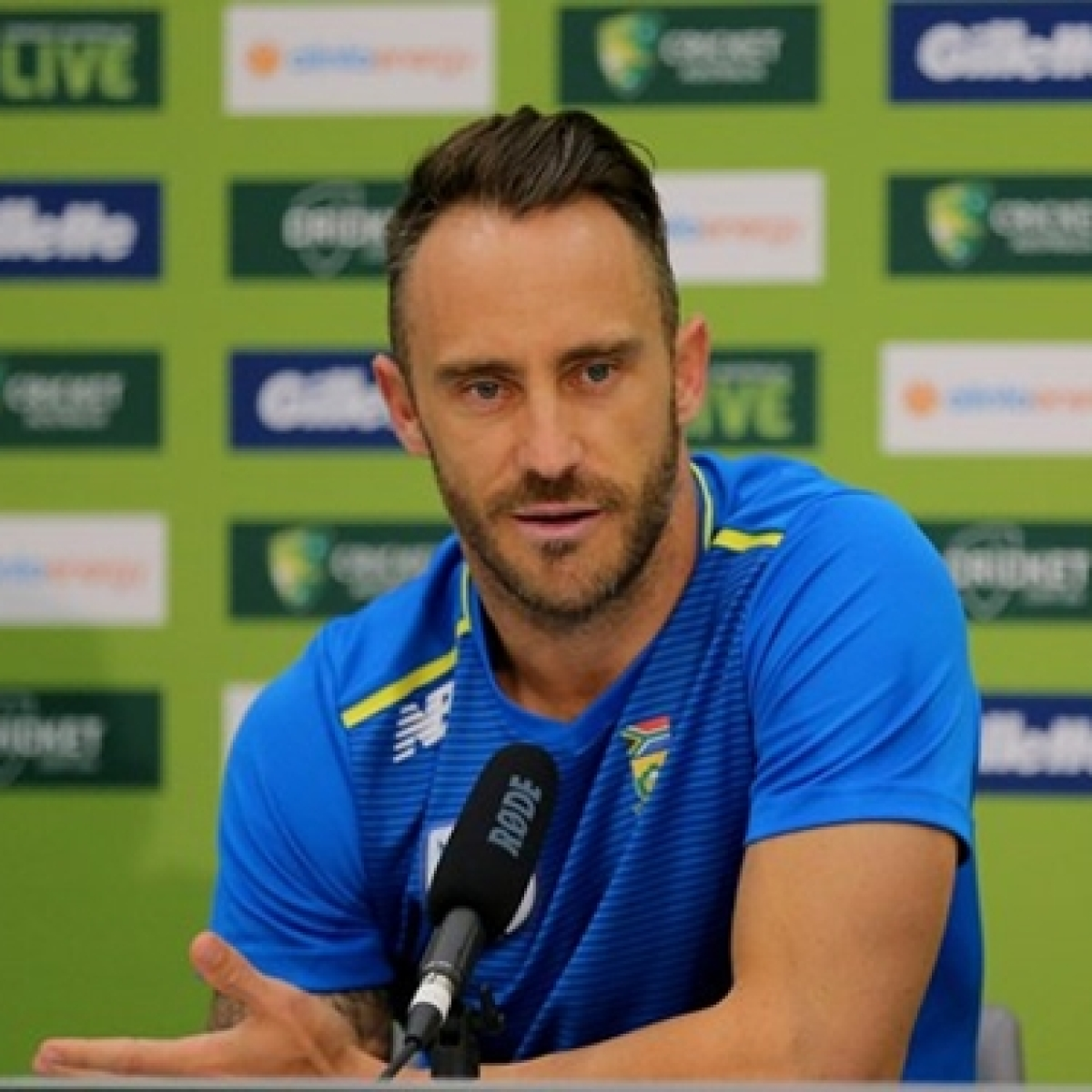 'He's in bed with my sister': Faf du Plessis' hilarious team update leaves internet in splits